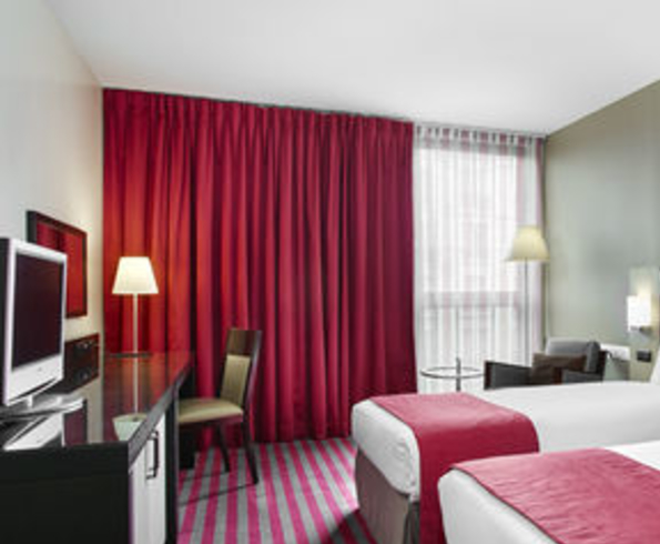 Holiday inn paris porte de clichy - sas clichy victor hugo